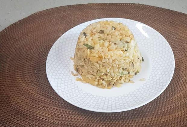 Просто смешайте рис и яйца — удивительно простое и вкусное блюдо