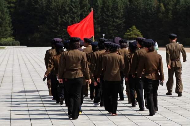 """Затянули""""социалистический ремень"""". В КНДР женщинам запретили носить мини-юбки"""