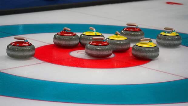 Женская сборная России обыграла Италию на чемпионате мира по керлингу, одержав третью победу подряд