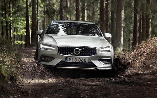 Volvo V60 Cross Country: полку кросс-универсалов прибыло. Появится ли он в России?
