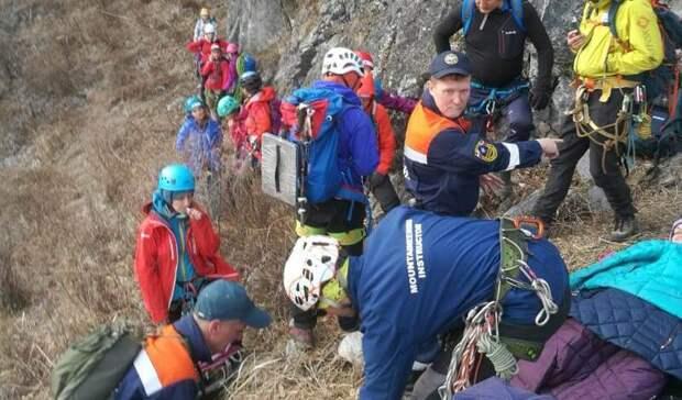 Сорвался сверху: сдевушкой произошло несчастье вовремя похода нагору Чандолаз