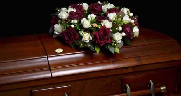 Россиянин тайком похоронил мать и жил на ее пенсию