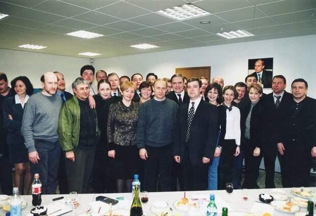 Владимир Путин ссотрудниками предвыборного штаба. 27марта 2000 года