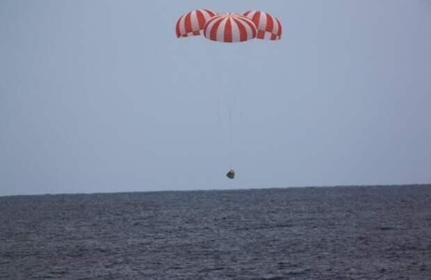 Космический грузовик SpaceX приводнился в Тихом океане