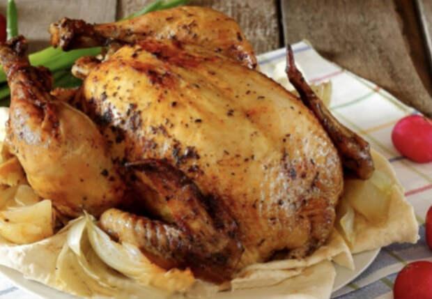 Заворачиваем курицу в лаваш и заливаем кефиром: мясо просто тает
