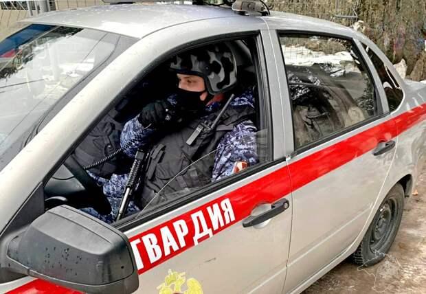 В Ялте пьяный водитель снёс ограждение на территории гостиничной парковки