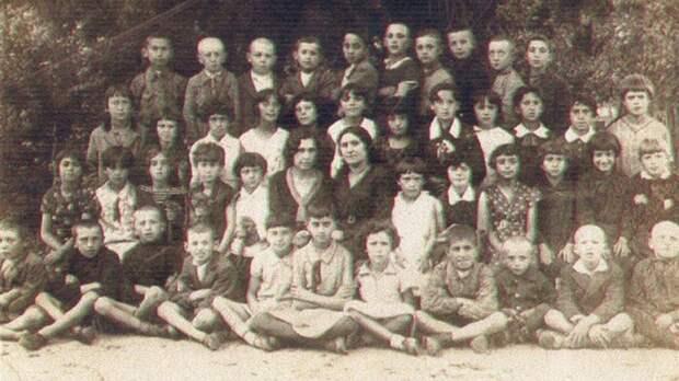 Польские националисты отрубленной головой девушки играли в футбол: еврейский погром в Едвабне