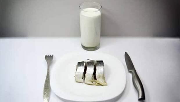 Молоко с селедкой: рискуют ли гурманы, сочетая эти продукты?