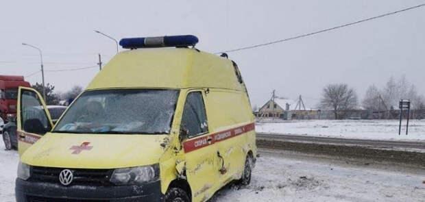 На Кубани машина скорой помощи перевернулась из-за гололедицы