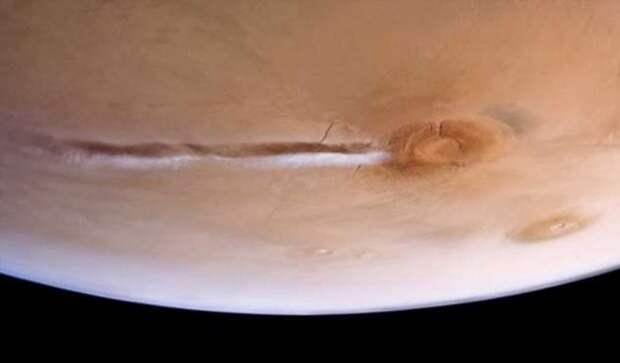 Извержение или атмосферное явление — откуда появилось облако над марсианским вулканом Арсия