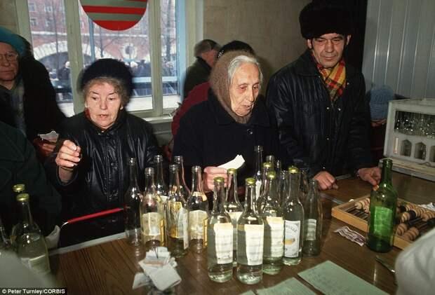 Как в СССР сдавали бутылки.