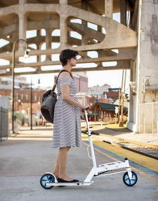 Сочетание грузового велосипеда с самокатом.
