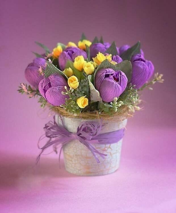 САМОДЕЛКИ. Цветы из гофрированной бумаги для конфетного букета