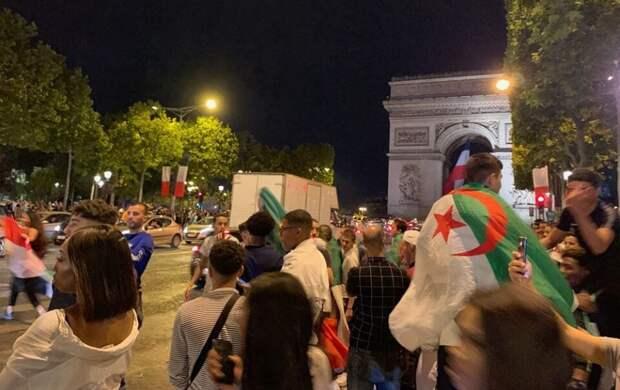 Против фанатов сборной Алжира в Париже применили слезоточивый газ