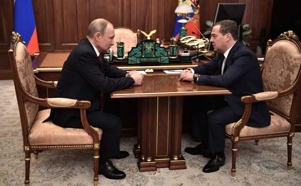 Путин пообещал предложить Дмитрию Медведеву пост зампредседателя Совбеза России