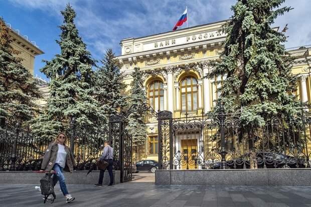 Банк России поднял ключевую ставку. Доллар опустился ниже 75 рублей
