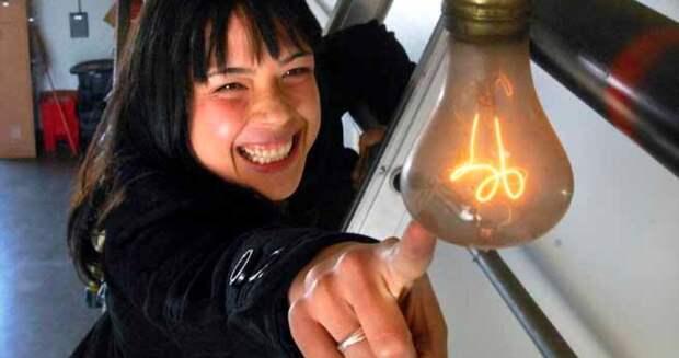 Самая старая лампочка в мире горит уже 120лет
