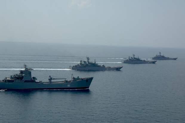 В Севастополе отмечают 235-летие основания Черноморского флота.