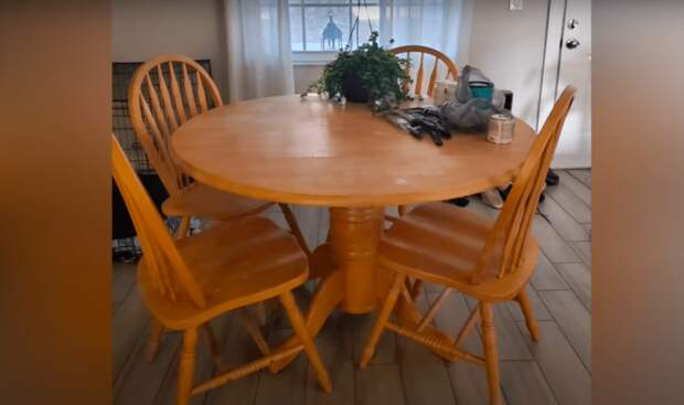 Интересный и простой способ преобразить старый кухонный стол