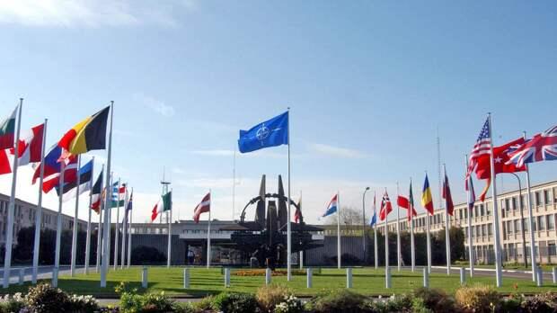 Читатели «Факти»: разрыв связей стал симметричным ответом РФ на действия НАТО