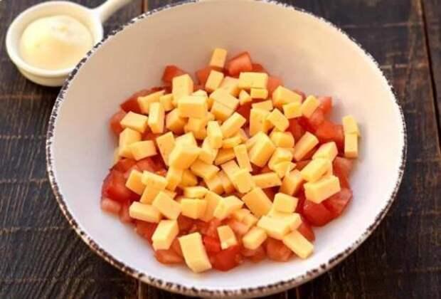 Самый популярный салат в кафе и ресторанах – салат «Французский поцелуй»