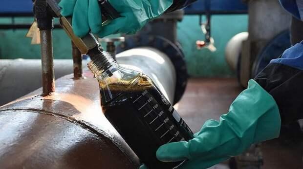 Зачем США помогают России зарабатывать на нефти
