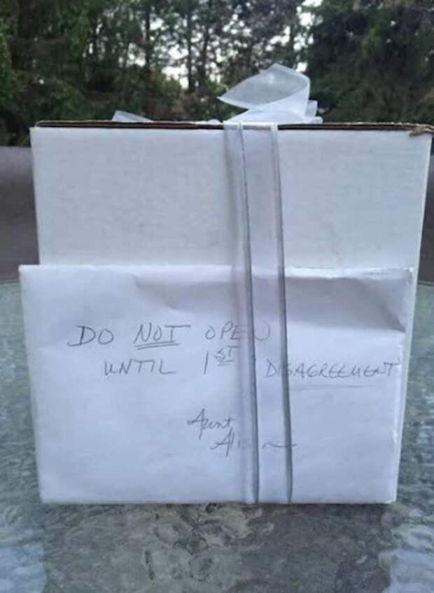 нераспакованный подарок со свадьбы