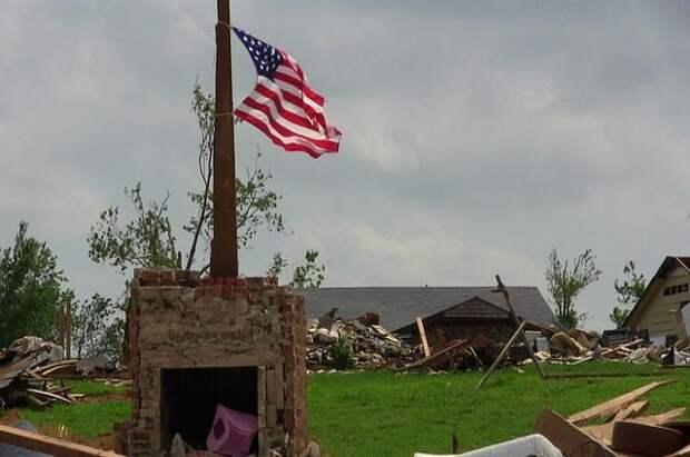 Торнадо обрушился на родной город Элвиса Пресли в США