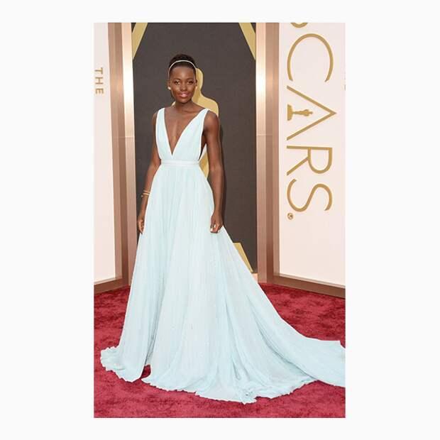 Люпита Нионго на церемонии «Оскар»-2014