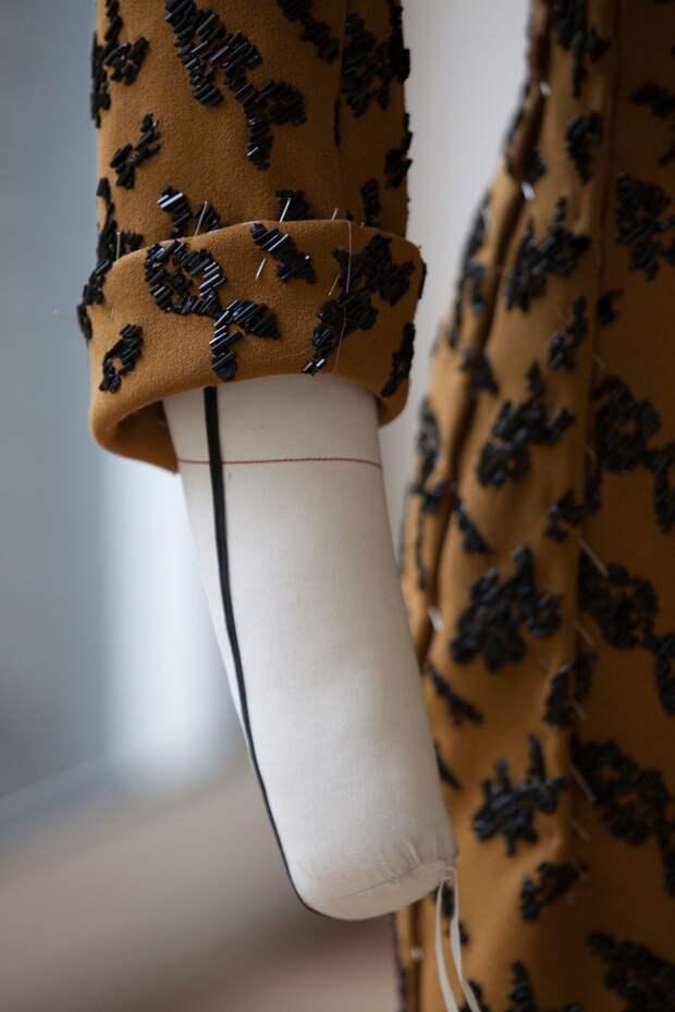 В мастерских Christian Dior