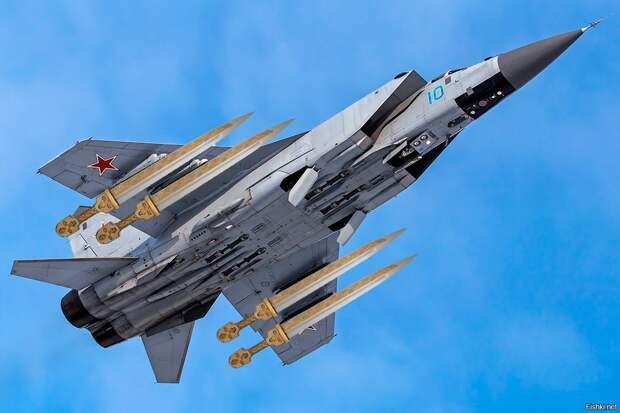 """Оснащение эскадрильи МиГ-31 ракетами """"Кинжал"""" станет новым вызовом для НАТО"""