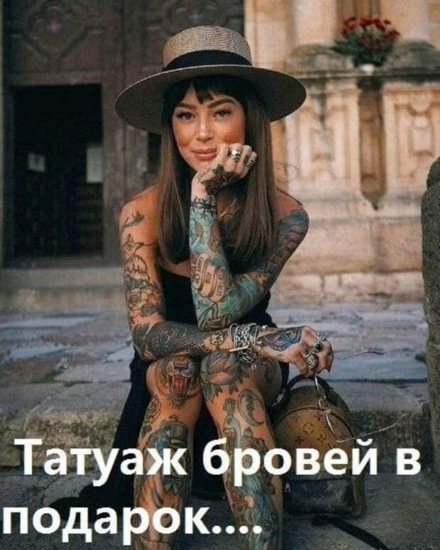 Возможно, это изображение (1 человек, татуировка и текст «татуаж бровей в подарок....»)