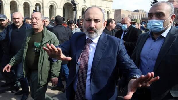 На сторону Генштаба Армении, требующего отставки Пашиняна, встал президент страны
