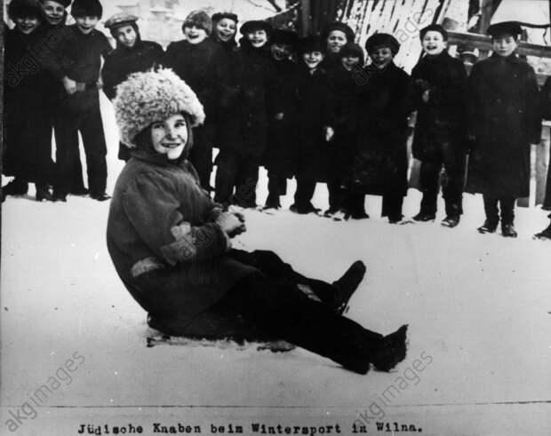 Jьdische Knaben beim Wintersport / 1915 - Jewish boys and winter sport / 1915 -