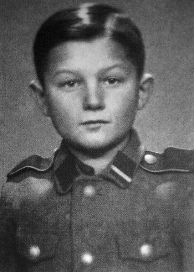 Как советский еврейский мальчик стал сыном полка СС