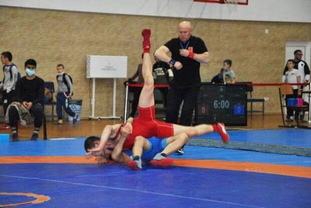 Красноярские спортсмены завоевали 17 медалей в турнире по борьбе