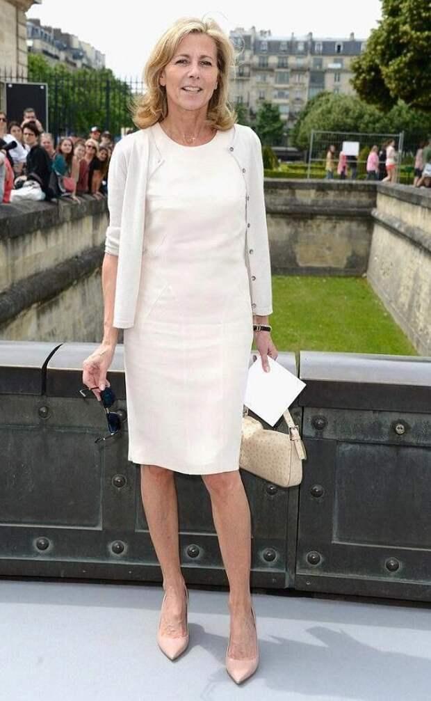 Французская простота платья с лаконичными аксессуарами - основа повседневных образов
