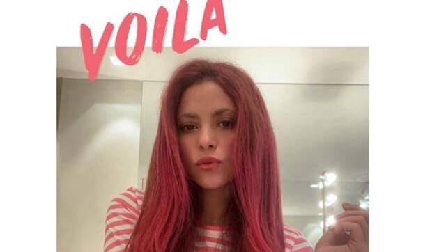 Шакира в 44 года перекрасила волосы в ярко-малиновый цвет