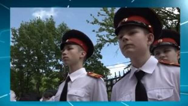 В школе №709 выпускники простились со знаменем «Кадеты-Жуковцы»