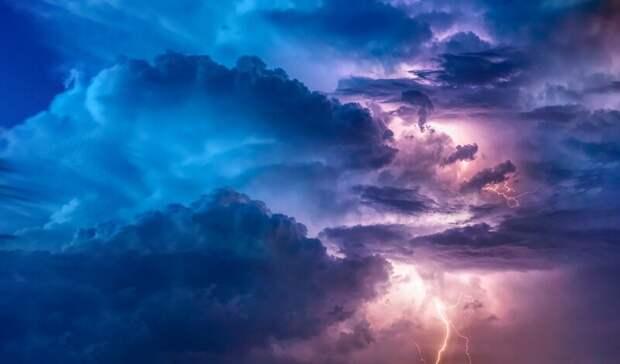 Грозы иураганный ветер ожидаются вРостовской области впонедельник