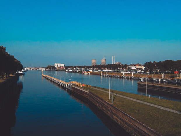 Искусственно созданные каналы Нидерланд являются судоходными