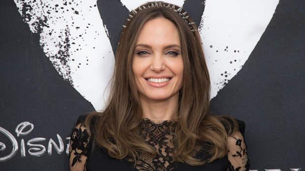 """""""Ситуация в моей семье изменилась"""": Джоли — об уходе из режиссуры"""