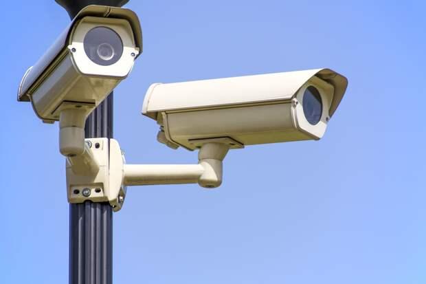 В Симферополе незаконно устанавливают видеокамеры на опорах  «Крымтроллейбуса»