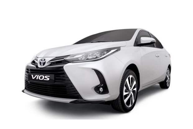 Toyota обновила Yaris «попроще»: пока только в виде седана, обошлись декором