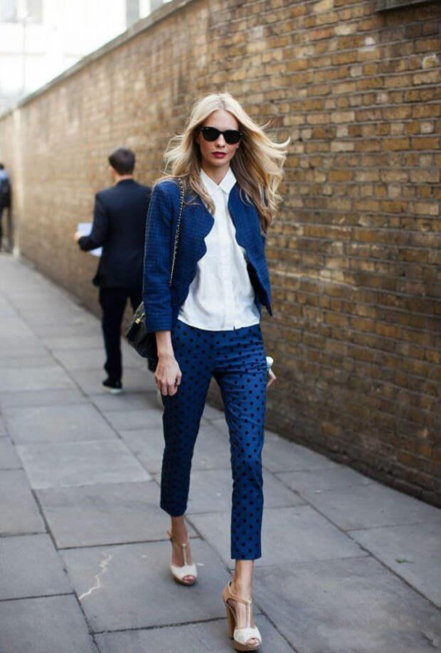 Вопрос-ответ: синие брюки: с чем их лучше носить?