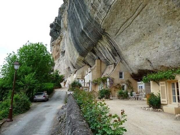 Очаровательная французская деревушка, которую считают «столицей» первобытных людей