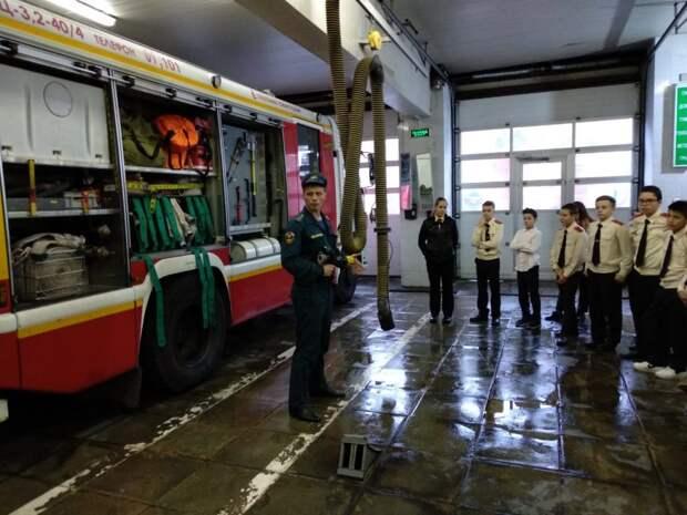 Сотрудники 39 Пожарно-спасательной части провели познавательную лекцию для кадетов СЗАО. Фото: МЧС