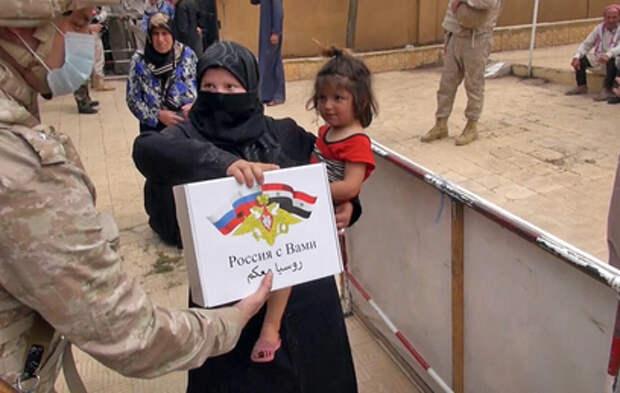 Российские военные доставили гуманитарную помощь жителям Алеппо