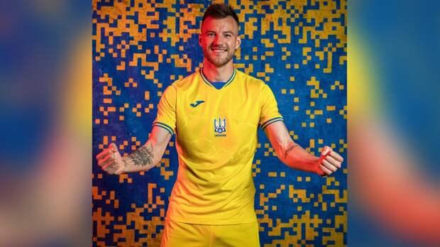 Украинской сборной позволили разместить на форме националистический лозунг