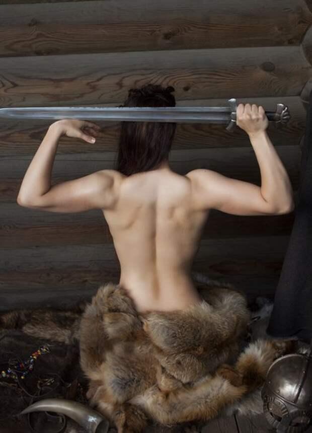 Двукратная чемпионка мира по историческому средневековому бою Галина Кохвакко в образе воительницы.